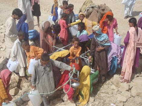 Sindh_distrib_eau_082007
