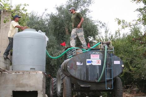 Le_tracteur_remplit_le_tank_dun_bcncfici